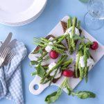 grønne asparges rygeost rugbrød
