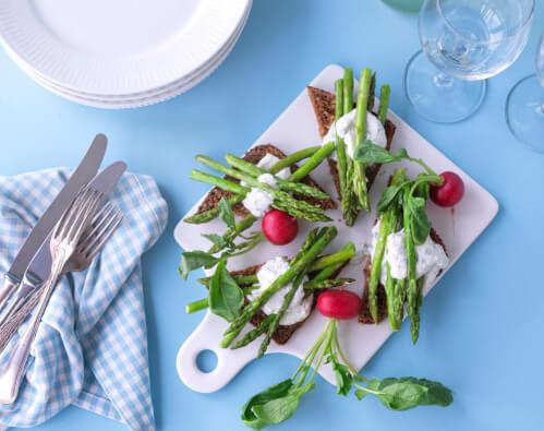 Stegte Grønne Asparges Med Rygeostcreme Sandras Køkken