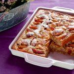 Æblekage med valnødder og kanel