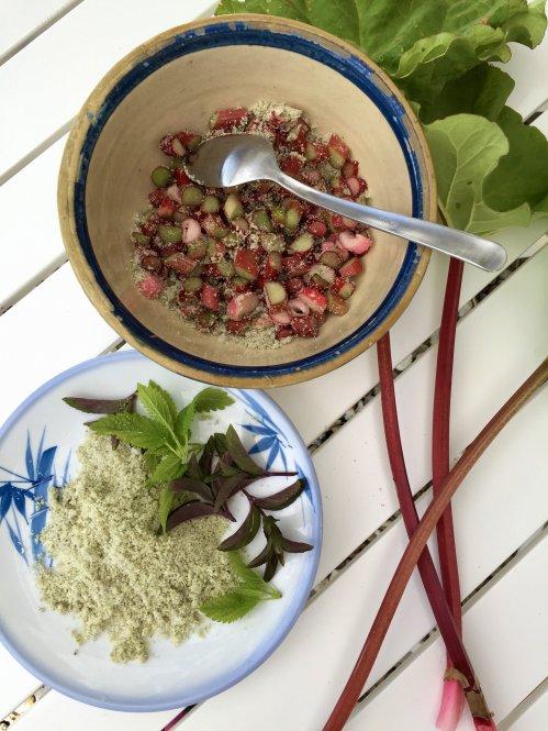 Rabarber med krydderurtesukker